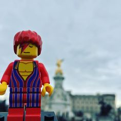 ....on The Mall ...grey sky's over the Palace .... #LegoDavidBowieis #davidbowieis #davidbowie #Bowie #DavidRobertJones #ziggystardust #aladdinsane #davidbowieisforever #icon #lego #legostagram #legominifigures #themall #buckinghampalace #theking #thequeen #london #victoriamonument by legodavidbowieis