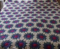 Cape Ann Afghan, free pattern by Maryanne Holm. For a good giggle read her post ´How Not To Block An Afghan´ here http://slippedstitches.wordpress.com/2013/08/26/how-not-to-block-an-afghan/