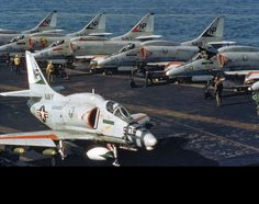 Life on a carrier for Skyhawks. Aircraft Images, Aircraft Parts, Fighter Aircraft, Fighter Jets, Military Jets, Military Weapons, Military Aircraft, Us Navy Aircraft, Navy Aircraft Carrier