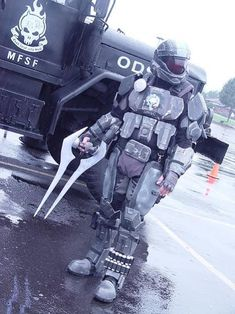 "sweet sword! Halo ODST ~ Cos Play My six year old's reaction...(jaw drop) ""I want this."""