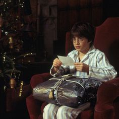"""I've got presents!"" - Harry #HarryPotter #DanielRadcliffe"