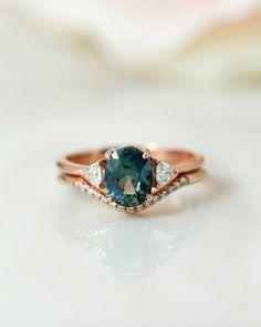 Wedding Sets, Wedding Bands, Wedding Stuff, Dream Wedding, Rose Gold Pictures, Diamond Crown, Diamond Rings, Moissanite Wedding Rings, Bridal Earrings
