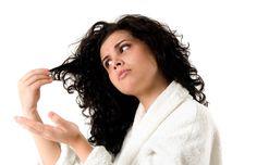 Hidratação, nutrição e reconstrução são a base do cronograma capilar, uma agenda de cuidados intensivo que faz sucesso entre mulheres de cabelos cacheados