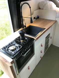 Caravan Home, Camper Caravan, Camper Life, T5 Bus, School Bus Tiny House, Minivan Camper Conversion, Build A Camper Van, Motorhome, Travel Camper