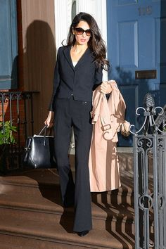How to Dress Like Amal Clooney on a Budget//cropped blazer + flared trousers. Come vestirsi come Amal Clooney con un blazer corto // budget + pantaloni a zampa. Amal Clooney, Cropped Blazer, Blazer And Shorts, Sleevless Blazer, Blazer Outfits, Blazer Dress, Blazer Jacket, Dress Outfits, Business Outfit Frau