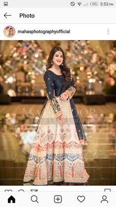 Latest Beautiful Ideas for Mehndi Dresses Pakistani Mehndi Dress, Pakistani Party Wear Dresses, Beautiful Pakistani Dresses, Shadi Dresses, Pakistani Wedding Outfits, Designer Party Wear Dresses, Pakistani Wedding Dresses, Pakistani Dress Design, Bridal Mehndi Dresses