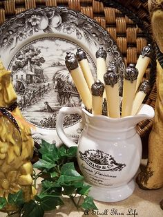 love these colors together and the texture the weaving brings in. French Country Style, French Country Decorating, White Dishes, Serving Utensils, Plate Design, Cottage Design, Kitchenware, Tableware, Tablescapes