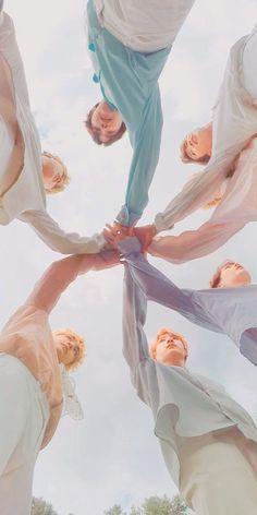 This is a Community where everyone can express their love for the Kpop group BTS Bts Taehyung, Bts Bangtan Boy, Bts Jimin, Namjoon, Bts Lockscreen, Foto Bts, V Bts Wallpaper, Bts Group Photo Wallpaper, Future Wallpaper