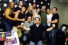 """Fatality de nostalgia: elenco """"klássico"""" de Mortal Kombat reúne 20 anos depois."""