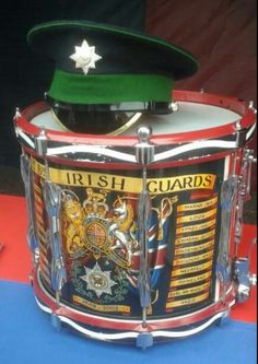 Irish Guards. Visit www.Diamondbackgraphics.etsy.com for military rifle/pistol and 2A decals . British Army Uniform, British Uniforms, Instruments, Drum Major, British Armed Forces, Marching Bands, Royal Guard, Fun World, Pentecost