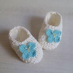 Dolcissime babbucce prima nascita in cotone con applicazione farfalle.  #ilovecrochet #crochetlover #crochetlove #crocheting #instacrochet #instacrocheters #crochetersofinstagram #notonlymama #mammecreative #creative #creativeminds #creativemamy #bhooked #womoms_official #womoms #thewomoms #uncinetto #handmade #crochetbooties #crochetshoes #crochetbabybooties #crochetbabyshoes #scarpine by patrizia.cuoricrochet