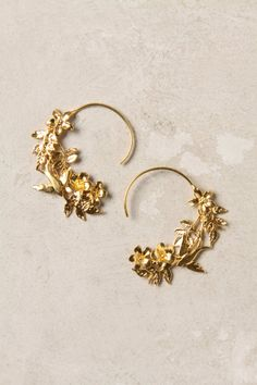 Pretty Anthrapologie hoops. They look very Alex Monroe inspired.