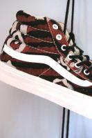 Della et Vans Selection de basket imprimées du blog CéWax. Vous aimez les tissus africains? visitez la boutique de CéWax : http://cewax.alittlemarket.com/ #wax, #ankara, #kente, #kitenge, #bogolan, #Africanfashion, #ethnotendance, #AfricanPrints