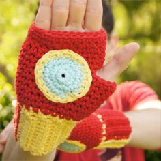 Save the planet from evil with these Iron Man Fingerless mittens! So easy to make and best yet, the pattern is free!