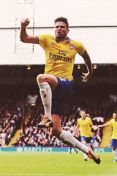 Giroud celebrates Gunners' second goal under situation against Crystal Palace Arsenal Fc, Basketball Court, Soccer, North London, Crystal Palace, Fifa World Cup, Squad, Football, Goals