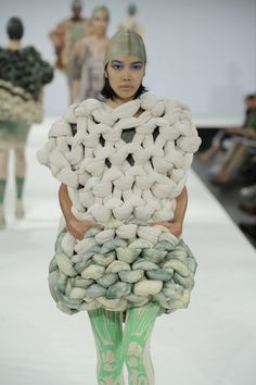 Chunky Knit Constructions - sculptural knitwear design; 3D fashion // Sarah Benning