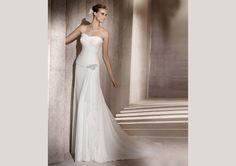 Pronovias presents the Encanto wedding dress. Manuel Mota 2012. | Pronovias