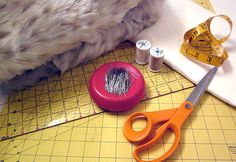 Lush & Plush: Faux Fur Blanket and Pillow HOW TO SEW IT YOURSELF by Fabric.com