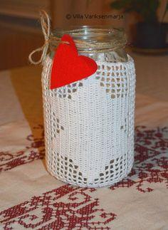 http://villavariksenmarja.blogspot.fi/2014/11/jouluisia-puuhia.html  Crocheted Lantern - Virkattu lyhty