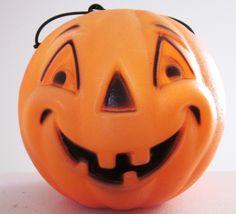 Halloween Blow Molds, Retro Halloween, Halloween Items, Halloween Pictures, Halloween Pumpkins, Fall Halloween, Plastic Pumpkins, Trick Or Treat, Pumpkin Carving