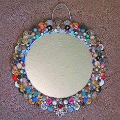 Riutilizzare i bottoni - Specchio decorato con bottoni #mirror #buttons #DIY #recycle