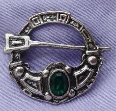 Vintage Emerald Green Stone Celtic Pewter Penannular Brooch