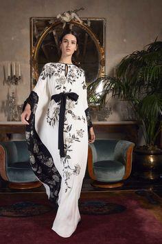 Marchesa Resort 2020 Fashion Show – Hijab Fashion 2020 2020 Fashion Trends, Fashion 2020, Runway Fashion, Fashion Show, 80s Fashion, Fashion Brand, Spring Fashion, Style Fashion, Fashion Jewelry