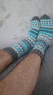 Hullaantuneet puikot! : Jenit. Knitting Charts, Socks, Knitting Tutorials, Ankle Socks, Sock, Stockings, Hosiery