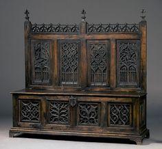 Truhenbank Frankreich  15. Jahrhundert, stark ergänzt in 19. Jahrhundert.  Verkauft bei Zeller