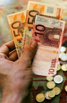 """IMÁN DEL DINERO """"el dinero fluye a mi vida con una increíble facilidad"""". """"yo encuentro las mejores ideas para invertir"""" """"la riqueza es mi estado natural"""" """"atraer dinero es algo que me causa placer"""" """"soy un imán para atraer lasmejores oportunidadesde ganar dinero"""". Todas esas afirmaciones renovarán tu sistema de creencias. Repitelas con convicción y recuerda que el dinero está en tu mente. Piensa en grande!"""