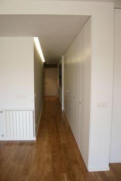 detalle pasillo con armario integrado y acceso a cocina piso centro ,san sebastian
