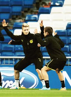 Marco and Mario, obviously playing a serious game of Ninja =D