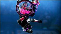 Nitro Circus realiza performances impressionantes com profissionais de esportes radicais.