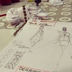 The beginning of our ideas sketches that tell the choice of fabrics, details that would later materialize in our collection of t-shirts Woodstock!