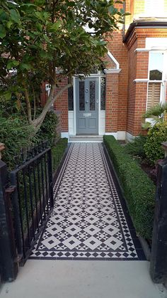Front Doors: Victorian Black And White Mosaic Tile Path Battersea York Stone Rop. Front Doors: Victorian Black And White Mosaic Tile Path Battersea York Stone Rope Edge Buxus London Front Garden Victori. Victorian Front Garden, Victorian Front Doors, Victorian Terrace House, Victorian House London, Terrace House Exterior, Victorian Interior Doors, Mid Terrace House, Townhouse Exterior, Victorian Hallway