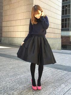 今日はタートルネックとアンゴラニットをRANDAの黒スカートでコーディネートしました。 服がシンプル