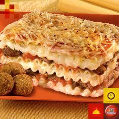 Lasanha ao molho de batata com hamburguinhos