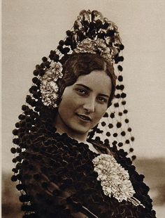 This is how a Mantilla (hair comb) would be worn.