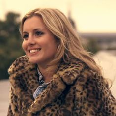 Caggie: Caggie wears this faux fur leopard print jacket throughout the entire episode. It's especially cute on her long chilly sightseeing day in London with Thomas.