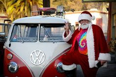 """Betsy Samson-Andrews - VW Bus Junkies - Classic VW Bus Owners and Fans  -   Merry Christmas everyone! Our Heidi """"65"""" and Santa. Photo taken by Studio KYK Photography ♠ re-pinned by  http://www.wfpblogs.com/author/thomas/"""