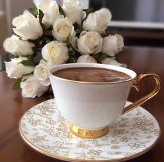 Brown Coffee, I Love Coffee, My Coffee, Coffee Drinks, Coffee Cups, Tea Cups, Mini Desserts, Alcoholic Tea, Tea And Books