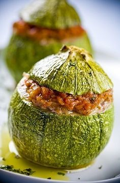 The recipe for stuffed zucchini. Learn how to cook zucchini with a quick and inexpensive classic recipe, as well as its variant with rice. Healthy Eating Tips, Healthy Nutrition, Healthy Recipes, Stuffed Marrow, Marrow Recipe, Malta Food, Baked Potato Oven, Baked Potatoes, Oven Baked