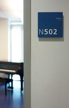 Lycée Français de New York room identification panel