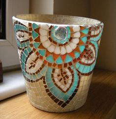 Garden Art Diy Ideas Glass Flowers 28 Ideas For 2019 Mosaic Planters, Mosaic Garden Art, Mosaic Vase, Mosaic Flower Pots, Mosaic Tiles, Pebble Mosaic, Mosaic Mirrors, Mosaic Crafts, Mosaic Projects