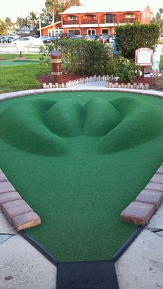 Exceptionnel Mini Golf.... Looks Challenging!