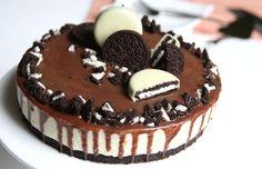 Oreo taart met witte chocolademousse. Geen moeilijke ingrediënten, zoet, mooi uitziend & lekker! Ga jij hem binnenkort maken?