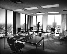 Architecture by Julius Shulman. a nice dream office Office Interior Design, Office Interiors, Ceo Office, Executive Office, Future Office, Office Meeting, Meeting Rooms, John Lautner, Richard Neutra