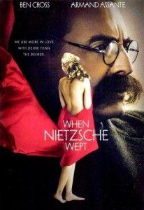 """Nietzsche Ağladığında Türkçe İzle - HDFilmvar.com-"""" HD Film İzle """"  Nietzsche Ağladığında Türkçe İzle 19. yüzyıl Viyana'sı… çok hoş ve alımlı bir kadın olan Lou Salome, dönemin meşhur doktoru Breuer'i ziyarete gelir ve henüz iki kitabı basılmış ve pek tanınmayan filozof Nietzsche ye yardım etmesi için rica da bulunur. Ona göre, Nietzsche nin yaşamakta olduğu duygusal çöküntü nedeniyle, Avrupanın kültürel geleceği tehlikededir. Dr.Breuer ilk etapta bu teklife sıcak bakmamasına rağmen"""