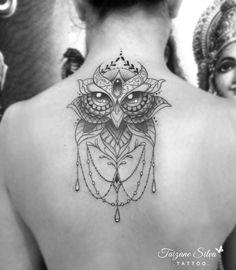 Lótus com olhar de coruja da Milena, obrigada por confiar  *Agenda fechada no momento. Voltarei a orçar e agendar somente em julho. ✪Tattoo feita com pigmentos e demais materiais Electric Ink. #electricink #tattoo #fineline #linework #taizane...
