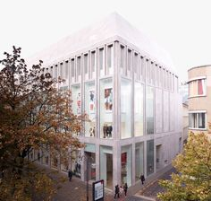 Image 1 of 13 from gallery of Commercial Building Hohe Strasse 52 / Kuehn Malvezzi. Photograph by Ralph Müller Retail Architecture, Contemporary Architecture, Architecture Details, Building Exterior, Building Facade, Building Windows, Roman City, Keep The Lights On, Aphasia